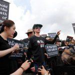 Kim Basinger Datang Ke Korea Selatan Dalam Demotrasi Hak Hewan